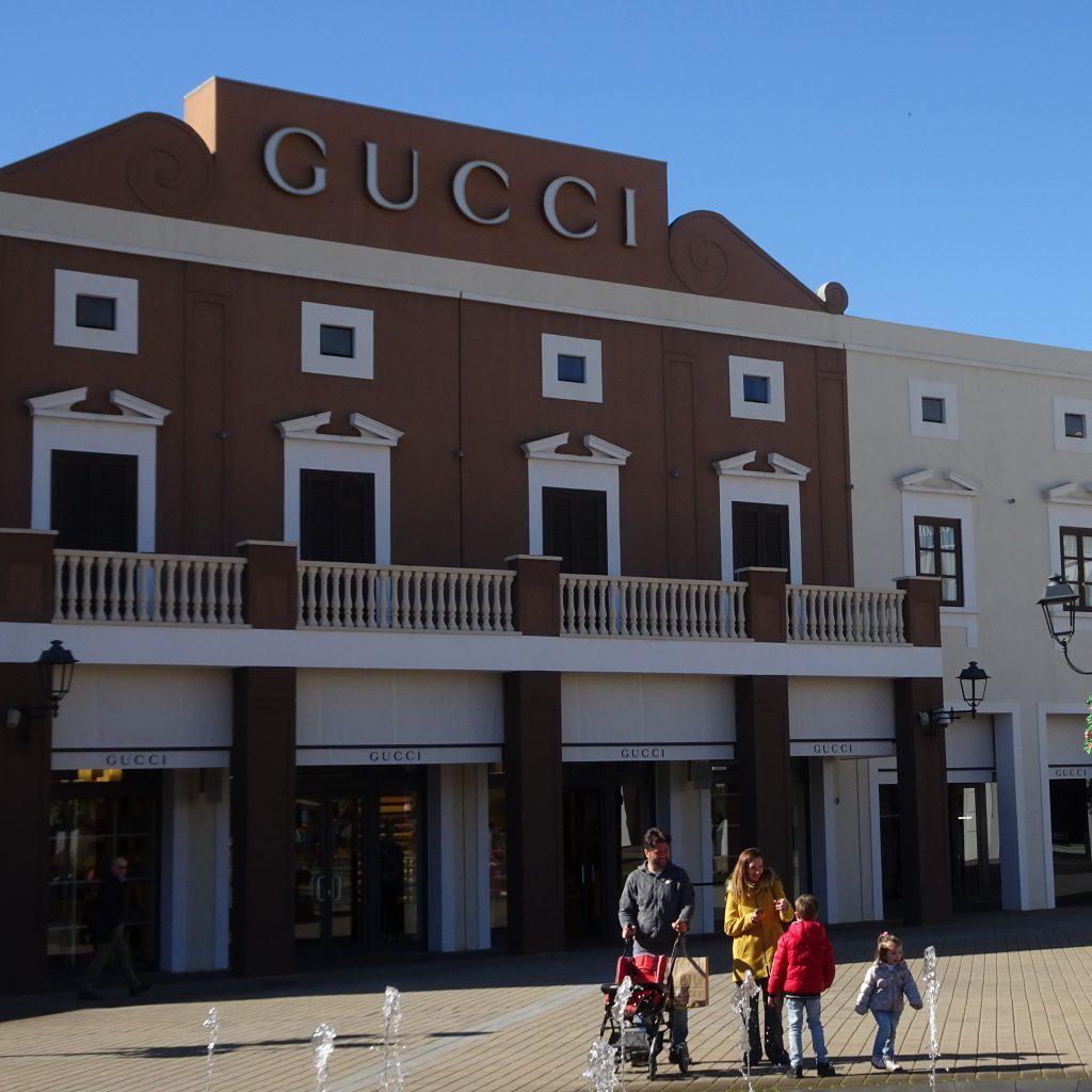 promo code e172f 92fb8 Al Sicilia Outlet Village cominciano i grandi saldi ...