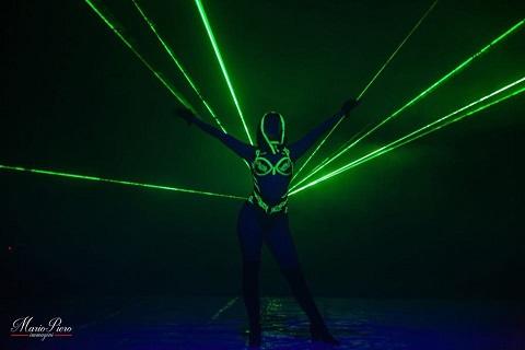 La donna laser al Circo Nelly Orfei