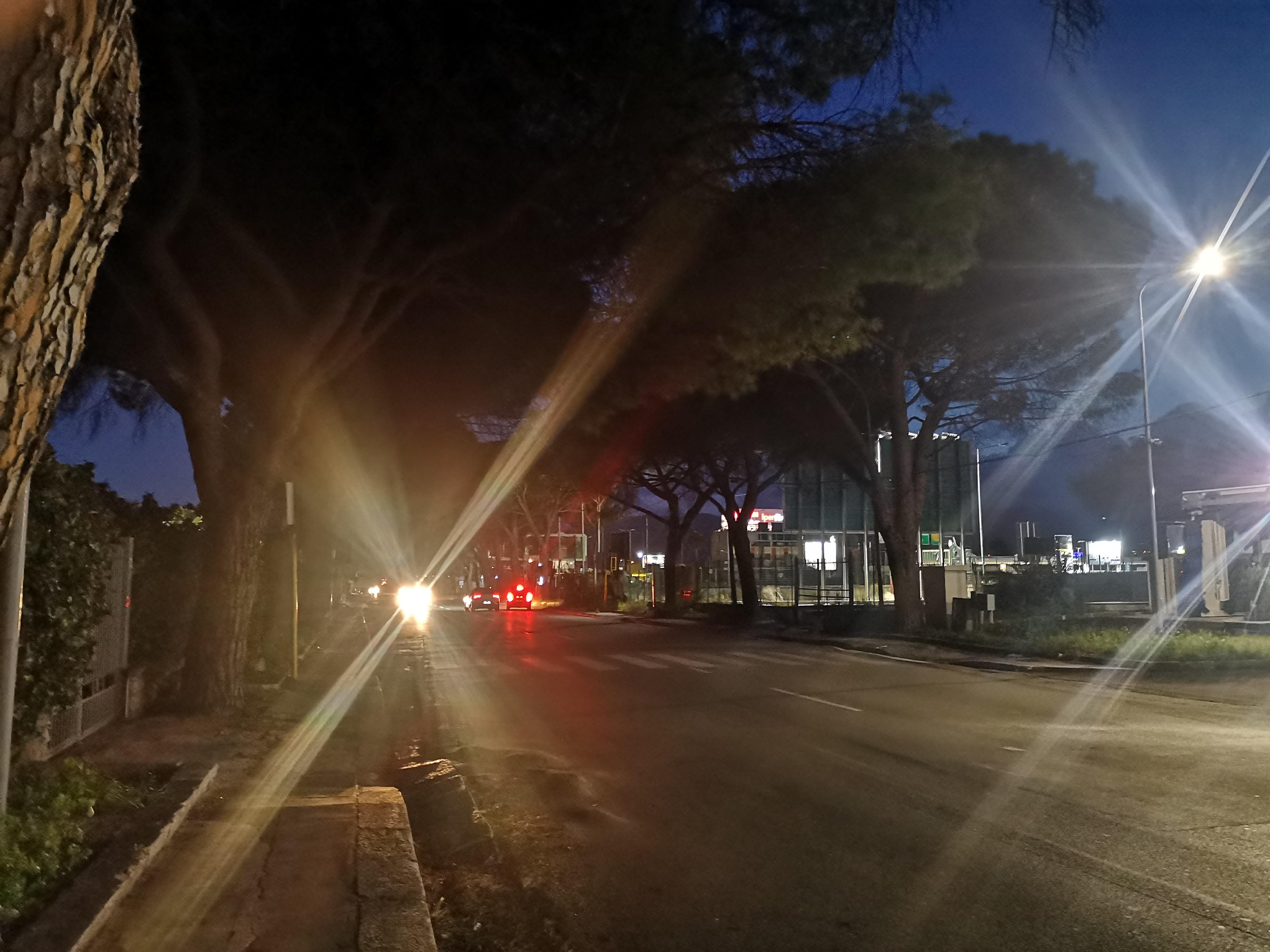 via Pietro Nenni a Palermo è completamente al buio